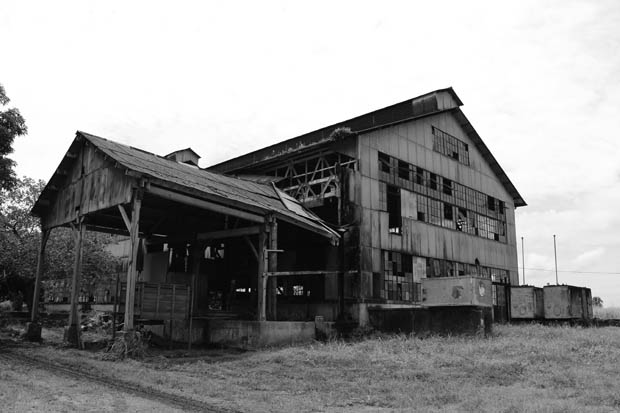 Facade of the old mill in Fordlandia / Photo: Juliana Geller