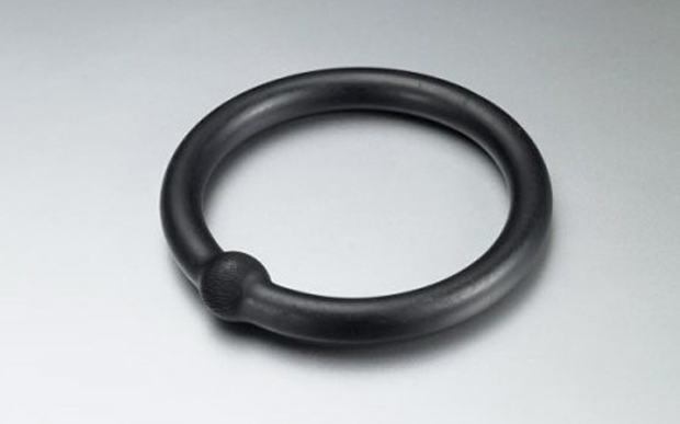 Otto Künzli - 'Gold Makes Blind' (1980) bangle. Gold, rubber. © VG BildKunst 2013